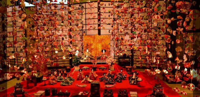 雛のつるし飾りまつりが静岡県東伊豆町の稲取温泉で開催 2017年